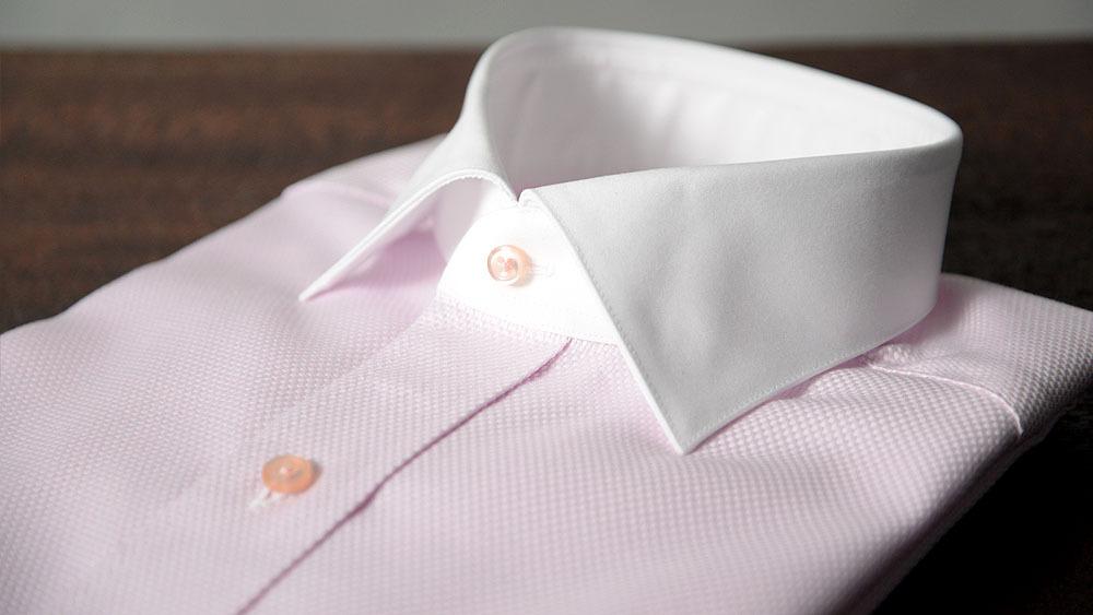 ピンクのクレリックシャツ